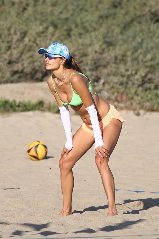 hot milf Alessandra Ambrosio in pretty green bikini