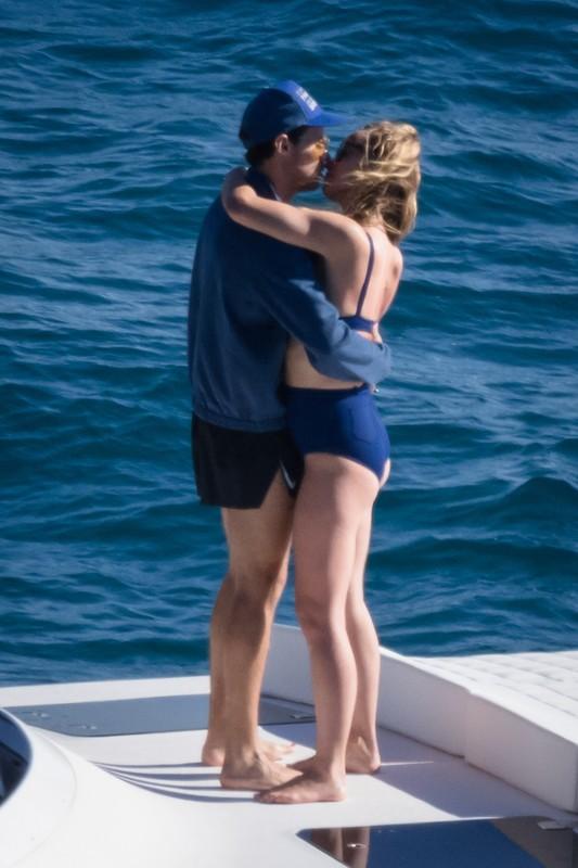 cute milf Olivia Wilde in blue wet bikini