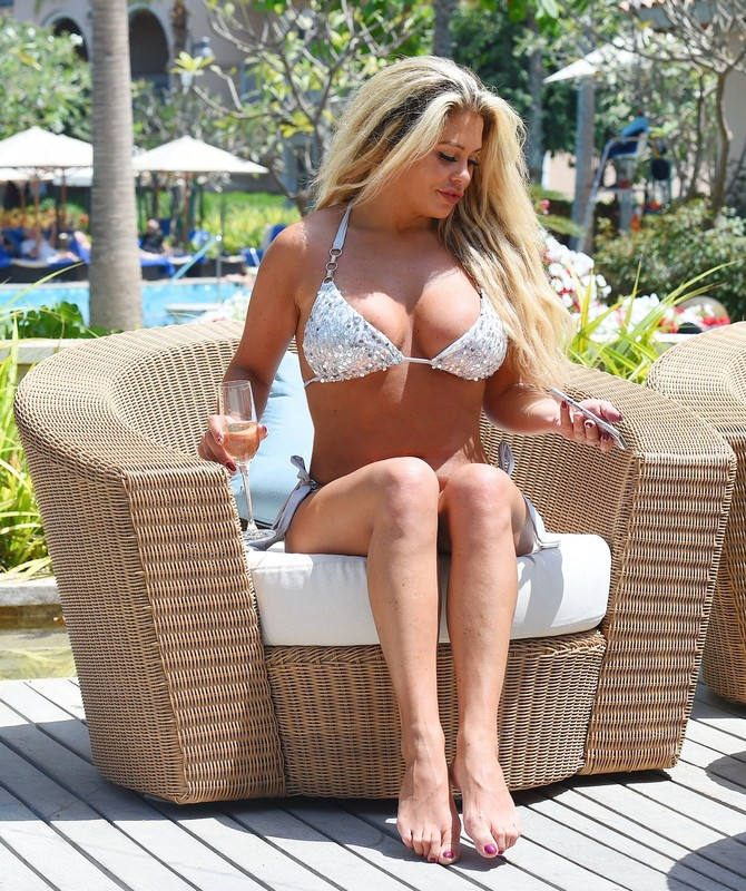 uk milf Bianca Gascoigne in shiny bikini
