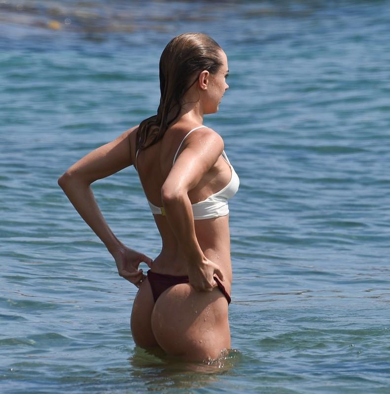 pretty babe Kimberley Garner in sexy bikini