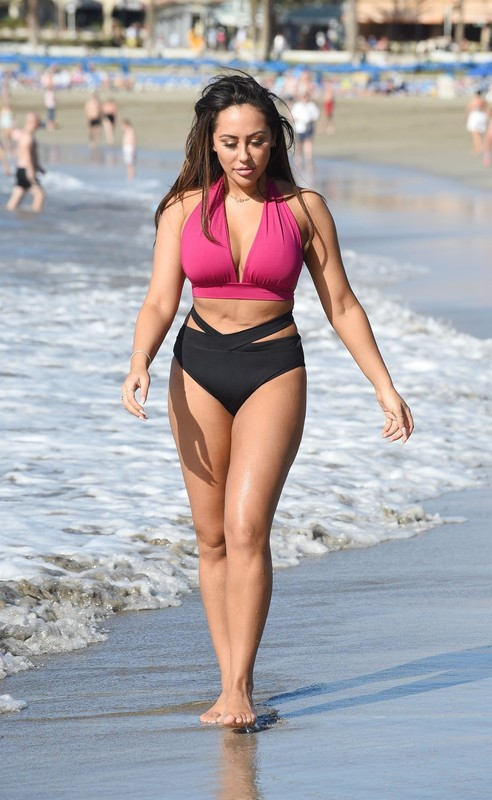 beautiful milf Sophie Kasaei in candid bathing suit
