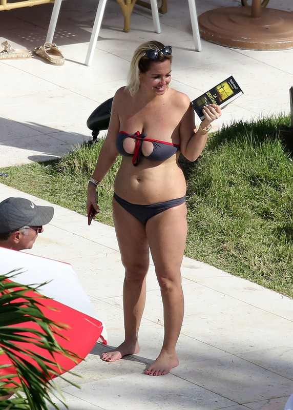 busty milf Sonia Bruganelli in candid bikini