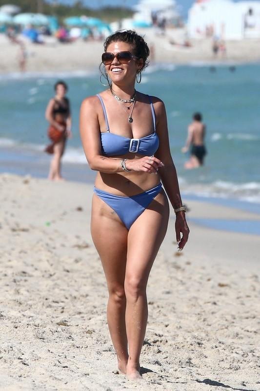 hot milf Chanel West Coast in sexy blue bikini