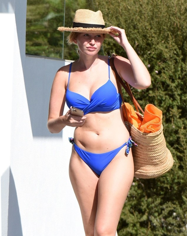 handsome lady Amy Hart  in wet blue bikini