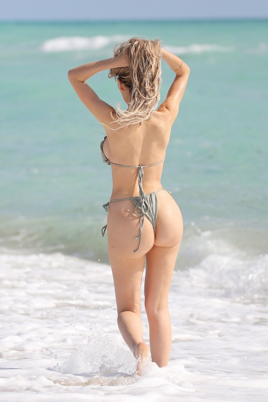 hot babe Farrah Abraham in candid bikini
