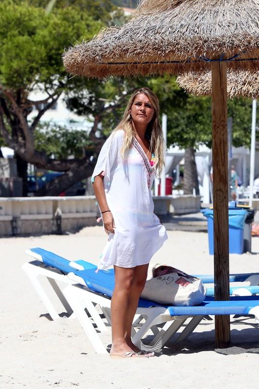 lovely milf Gemma Oaten in wet bikini