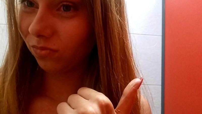 HotDirtyIvone - She Is Pooping in Public Toilet [FullHD 1080P]