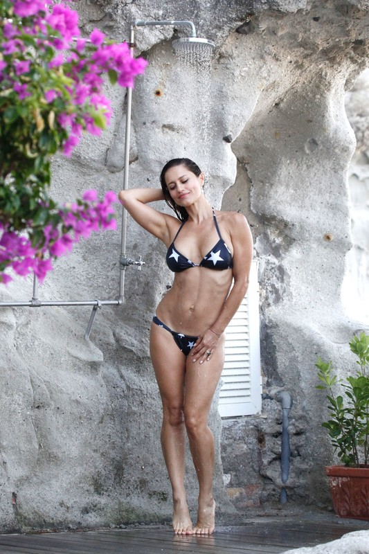 pretty wet female Lola Ponce in lovely bikini