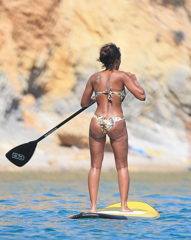 ebony hottie Melanie Brown in sexy bikini