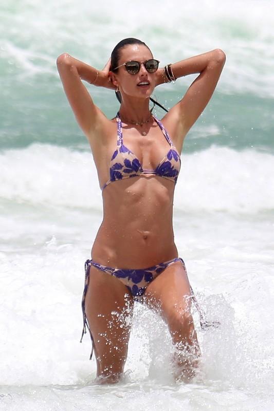 sweet milf Alessandra Ambrosio in wet bikini