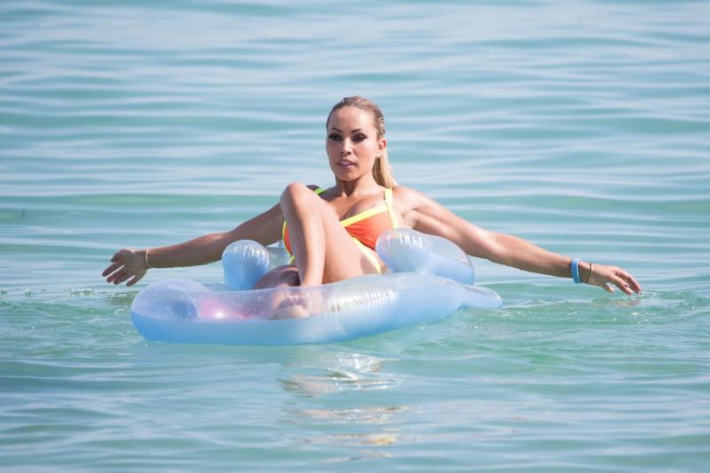 busty milf Maria Hering (a.k.a. Yotta) in sexy wet bikini