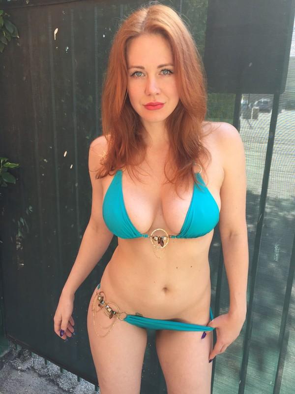 hot babe Maitland Ward in blue bikini