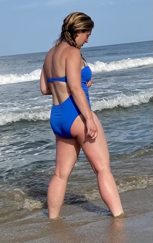 curvy babe in blue 1 piece swimsuit
