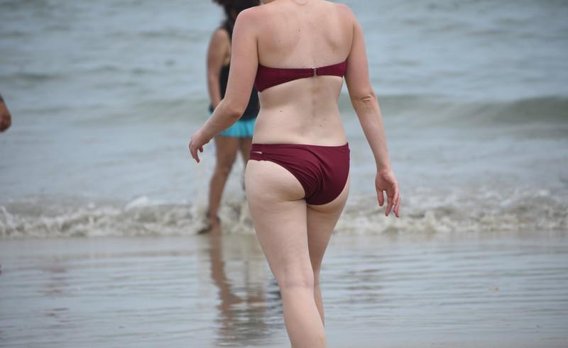 curvy milf in maroon bikini