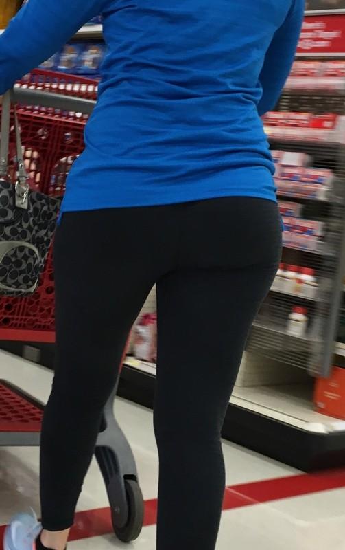supermarket milf booty in black leggings