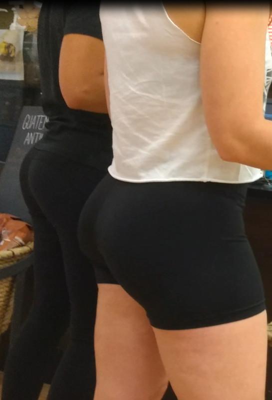 lovely butt in nike pro yogashorts