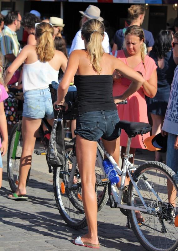 cyclist milf in denim shorts