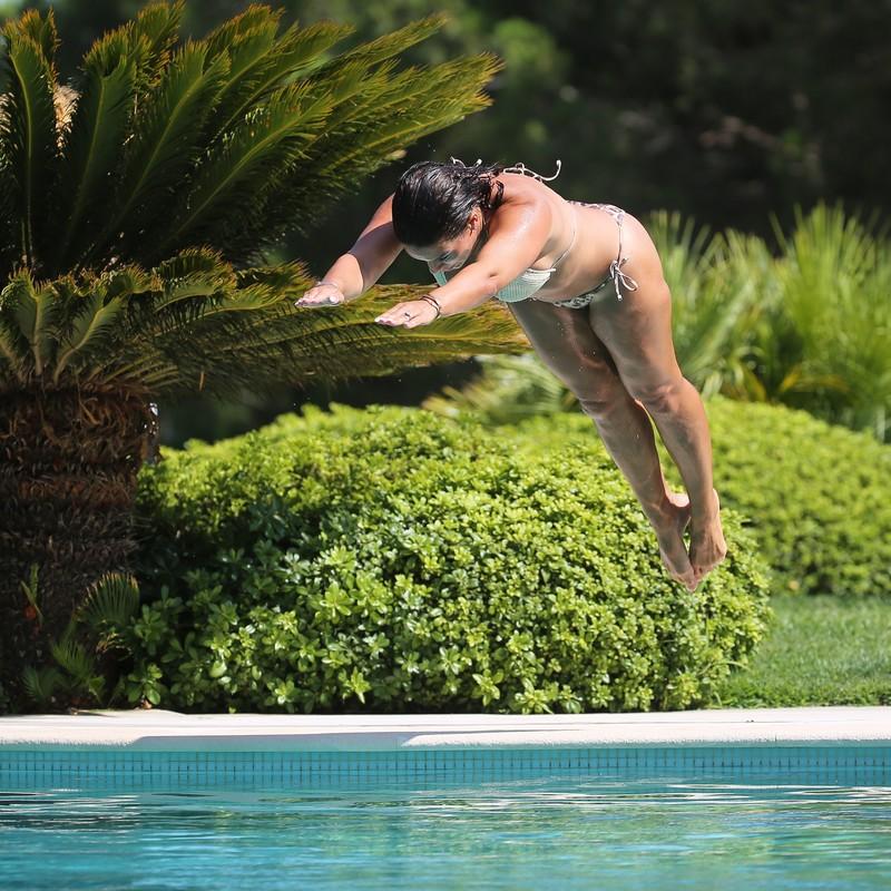 poolside hottie Rebekah Vardy in wet pretty bikini