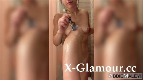 Abbie Maley - Watch Me Shave My Snatch