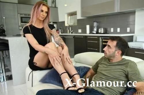 Brooke Banner - A Job Or A Footjob? (HD)